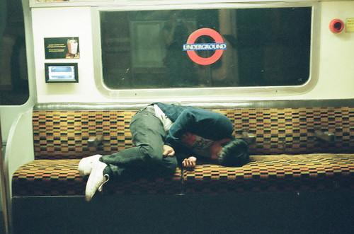 Durmiendo en el metro de Londres