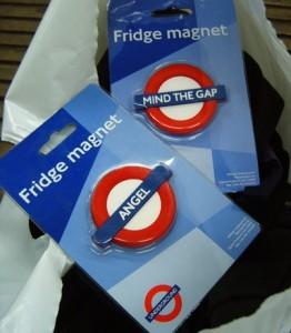 Regalos en tiendas de turistas del metro de Londres (1)